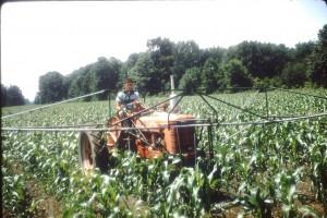 Dès les années 70  l'agriculture biologique est née d'initiatives d'agronomes, médecins, agriculteurs et consommateurs